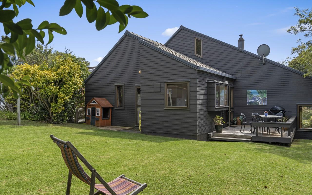 11 Cannon Street, Westown, New Plymouth