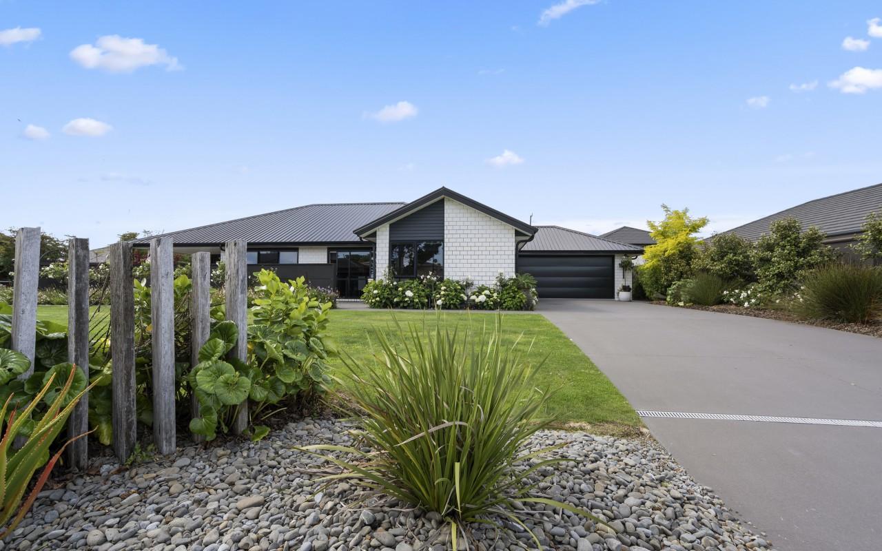 8 Cooke Farm Grove, Waiwhakaiho, New Plymouth